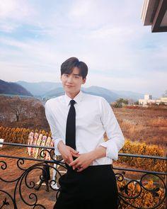 w two worlds Lee Joon, Lee Jong Suk Cute, Lee Jung Suk, Asian Actors, Korean Actors, Korean Actresses, Lee Jong Suk Wallpaper, Lee Jong Suk Lockscreen, Kang Chul