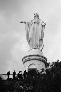 El Santuario de la Inmaculada Concepción del Cerro San Cristóbal  black and white