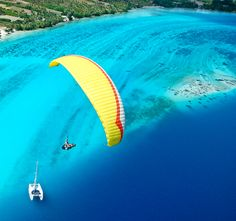 Paragliding in Huahine