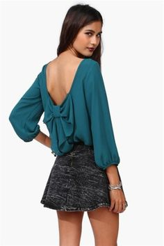 awesome teal blouse; need buffer shoulders (and the right weather and occasion)