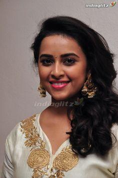 Bollywood Actress Hot Photos, Tamil Actress, Actress Photos, Beautiful Heroine, Cute Kids Photography, Indian Face, Dress Indian Style, South Actress, Most Beautiful Indian Actress