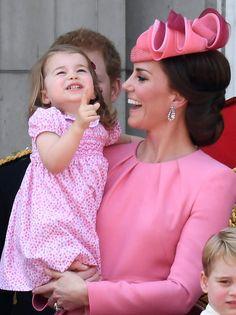 91ème anniversaire de la reine Elizabeth - Et en plus Charlotte est drôle !