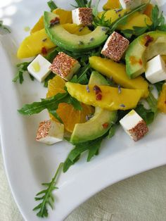 Sałatka z awokado, mango i pomarańczy - http://www.mytaste.pl/r/sa%C5%82atka-z-awokado--mango-i-pomara%C5%84czy-46674103.html