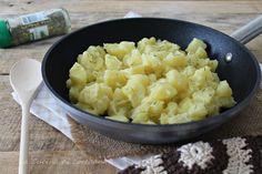 Una ricetta semplice e veloce per preparare delle squisite Patate al burro e parmigiano profumate al rosmarino, così buone che finiranno in un baleno