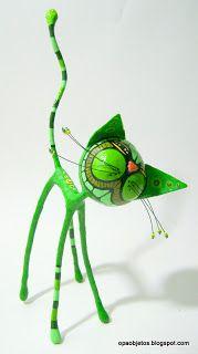 Opa! objetos de papel maché y cartapesta: Gatín en verdes