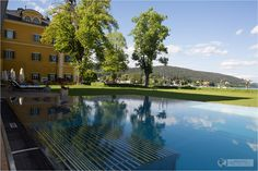 Outdoor pool with lake view at Acquapura Spa - Spa and wellness at Falkensteiner Schloss Hotel Velden at Wörthersee in Austria - #wellness #spa