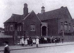 High Brooms School, Powdermill Lane c1912. Saint Matthew, Tunbridge Wells, Old Pictures, St Matthews, Louvre, England, Primary School, Building, Schools
