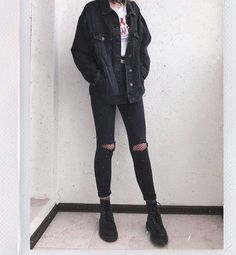 115 ways to look stylish wearing grunge outfits page 28 homedable com schooloutfit Grunge Style Outfits, Edgy Outfits, Mode Outfits, Fall Outfits, Fashion Outfits, Korean Outfits, Grunge Clothes, Grunge School Outfits, Black Outfit Grunge
