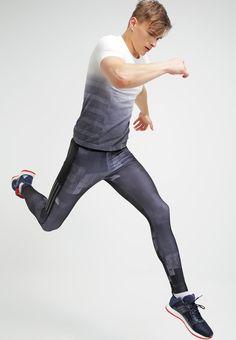 In diesem Shirt machst du eine sportliche Figur. adidas Performance T-Shirt print - off-white/black für 64,95 € (10.06.16) versandkostenfrei bei Zalando bestellen.