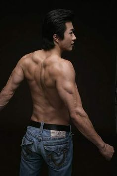 Kwon Sang-woo (권상우) - Picture @ HanCinema :: The Korean Movie and Drama Database Arm Anatomy, Anatomy Poses, Muscle Anatomy, Anatomy Study, Body Anatomy, Human Poses Reference, Body Reference, Anatomy Reference, Kwon Sang Woo