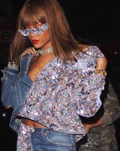 Rihanna Photo saved by ❤ ❤ Cindy Sherman, Glitter Art, Sparkles Glitter, Boujee Aesthetic, Aesthetic Fashion, Glitter Photography, Fashion Photography, Rihanna, Glamour