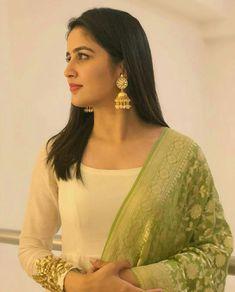 Elegant looking actress Parshurami Vaidehi Indian Natural Beauty, Indian Beauty Saree, Most Beautiful Bollywood Actress, Beautiful Actresses, Beautiful Girl Indian, Beautiful Indian Actress, Beauty Full Girl, Beauty Women, Senior Girl Poses