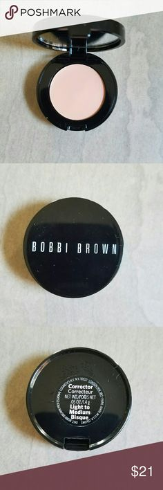 Bobbi Brown corrector Light to Medium bisque Brand new not swatched no box. Light to medium Bisque is,great color to correct dark under eye circles.3rd lightest shade in spectrum. Natural finish creamy product. It's the best for a reason it works. Full size. Bobbi Brown Makeup Concealer