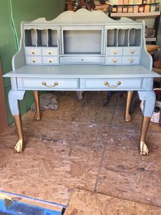 Debbie Hall Wilson used Dixie Belle Paint in Haint Blue and Gold Metallic #dixiebellepaint #bestpaintonplanetearth #chalklife #homedecor #doityourself #diy #chalkmineralpaint #chalkpainted #easypeasypaint #makingoldnew #whybuynew #justpainting