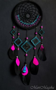 Neon and Black dream catcher. dreamcatcher - looooove the colors A black and pink dream catcher which is perfect for your room dreamcatcher:b prettiest pink ever It'll match my room perfectly Fun Crafts, Diy And Crafts, Arts And Crafts, Los Dreamcatchers, Dream Catcher Craft, Black Dream Catcher, Dream Catcher Mobile, Beautiful Dream Catchers, Creation Deco