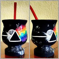 Buenas ideas, con extra onda! Painted Plant Pots, Painted Flower Pots, Paper Mache Bowls, Flower Pot Crafts, Yerba Mate, Diy Clay, Painted Rocks, Decoupage, Cactus