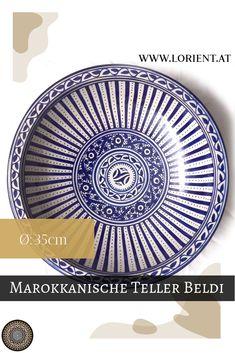 Unsere Keramiken sind Kunsthandwerksstücke, jede unterscheidet sich ein wenig von der Anderen.Wir erfreuen uns an der Schönheit und der Harmonie des marokkanischen Kunsthandwerkes, welches eine Jahrhunderte alte Tradition hat. #marokko #design #fes #marrakesch #teller Teller, Plates, Fes, Tableware, Design, Marrakech, Credenzas, Gift Crafts, Blue