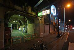 夜散歩のススメ「国道駅の表出入口」神奈川県横浜市鶴見区