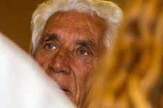 Συγγραφικά Έργα Εμμανουήλ Τσαγκάτου :http://www.athinalidi.gr/συγγραφικά-έργα-εμμανουήλ-τσαγκάτου/ Με γέννησε η μάνα μου το 1944 στην Ερμούπολη της Σύρου. Με μεγάλωσε με αγώνα και στερήσεις. Τα πρώτα γράμματα τα έμαθα στα σχολεία του Κουκουλά και στου Χειμώνα.Καλύτερες σπουδές έκανα στο Ζάννειο Ορφανοτροφείο του Πειραιά. Πανεπιστημιακές ανώτερες σπουδές, έκανα στη Σύρο, στο πεζοδρόμιο και στην οικοδομή. Διαβάζω βιβλία με ουσία, ελπίζοντας ότι κάποτε θα μάθω, ότι δεν ξέρω τίποτα.