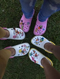 Go to e yersavage for more like this! Cute Shoes, Me Too Shoes, Crocs Fashion, Croc Charms, Outfits Fiesta, Crocs Shoes, Summer Baby, Shoe Game, Bff