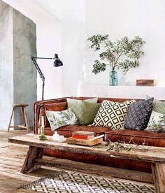 Una de las principales características de una decoración rustica moderna es el uso de alfombras o tapetes. Ésta proporciona serenidad y confort dentro del hogar.