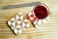 DIY Faux Leather Triangle Coasters |  By Wilma Diy Leather Projects, Diy Projects, Leather Crafts, Furniture Projects, Diy Home Crafts, Crafts To Sell, Sewing Crafts, Bracelet En Cuir Diy, Diy Design