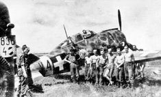 A camoflauged Reggiane Re-2000 fighter plane, called Héja by the Royal Hungarian Airforce, and its crew somewhere on the Eastern Front.