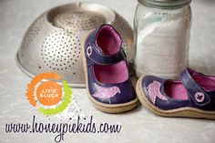 Pio pio ... that's what little birds say in Spanish! Your darling will love these sweet mary janes in dark purple with orange contrast. Lovely detail, comfy, flexible sole, soft leather and easy on-off Velcro closure - all you expect from Livie & Luca.  Order now at  http://www.honeypiekids.com/product_p/livie-and-luca-grape-pio-pio.htm  #maryjanes #piopio #livieandluca #girlsshoes #shop #boutique