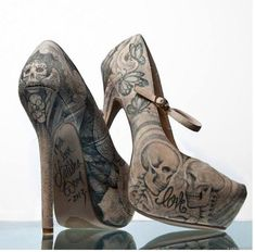 Nude and black tattoo and skull heels. Great under a pair of jeans to give you interest point. Zapatos Shoes, Shoes Heels, Cute Shoes, Me Too Shoes, Awesome Shoes, Sexy Heels, High Heels, Skull Heels, Heeled Boots