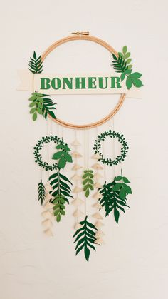 Monstera plant suspension made of paper Source by clemATC Diy Gift Box, Diy Box, Diy Arts And Crafts, Diy Crafts, Celebration Box, Deco Jungle, Paper Art, Paper Crafts, Diy Birthday Banner