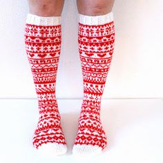 Taimitarha: Joulukalenterisukat 2015 -ohje kokoon 38/39 Knitting Videos, Loom Knitting, Knitting Socks, Knitting Patterns, Wool Socks, Knit Mittens, Knit Art, Funky Socks, Fair Isle Knitting