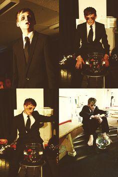 Jack Gleeson (Joffrey Baratheon) cute feet!