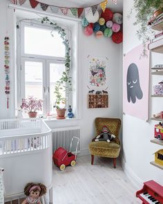 Get into the vintage nursery trend by taking a look through this collection of inspiring images. Vintage nursery decor ideas - get some inspiration from these beautiful vintage inspired kids rooms, featuring printed wallpaper and more! Baby Bedroom, Baby Room Decor, Nursery Room, Girls Bedroom, Childs Bedroom, Kid Bedrooms, White Nursery, Floral Nursery, Deco Kids