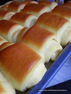 Měkkoučké a jemné pečivo. Tajemstvím měkkého těsta, které připomíná pavučinu je sušené mléko. Vyzkoušejte a uvidíte, že jiné už připravovat nebudete. Cookbook Recipes, Cooking Recipes, Albanian Recipes, Bread Dough Recipe, Sweet Cooking, Czech Recipes, Salty Foods, Sweet Pastries, No Cook Meals