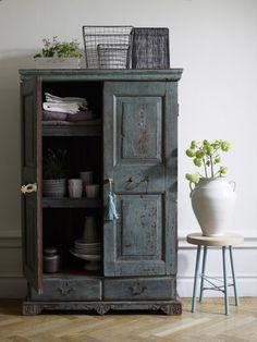 old style / cabinet / rustic / grey / shaby / furtniture / bathroom