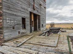 Derelict grain elevator Neidpath