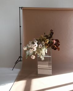 The most gorgeous floral bouquet and flower arrangements for a wedding or photoshooting. Love the combination of earthy tones and deep red as an exe catcher and the beautiful, rusty and pale backdrop in this shoot.