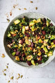 Kale Salad with Avocado, Roasted Beets and a Spicy Dressing Veggie Recipes, Vegetarian Recipes, Healthy Recipes, Healthy Foods, Food N, Food And Drink, Food Crush, Savoury Dishes, Soul Food