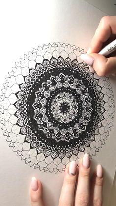 Easy Mandala Drawing, Mandala Sketch, Watercolor Mandala, Mandala Doodle, Mandala Art Lesson, Doodle Art Drawing, Mandala Artwork, Mandala Art Designs, Doodle Art Designs