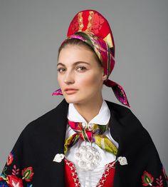 Bilde av Vase til bunad fra Vest-Agder Folk Costume, Costumes, Folk Fashion, Different Patterns, Norway, Vest, Embroidery, Folk Style, Traditional Outfits