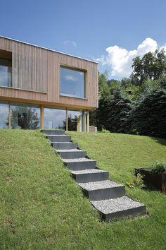 Haus DB Klaus — ARCHITEKTUR Jürgen Hagspiel Concrete Wood, House On A Hill, Cabana, Beautiful Gardens, Villa, Outdoor Decor, House Ideas, Inspiration, Home Decor