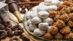 Kourambiedes - the Greek Christmas Cookies Greek Recipes, Dog Food Recipes, Greek Christmas, Greek Cookies, Greek Pastries, Christmas Events, Christmas Holiday, Island Food, Holiday Treats