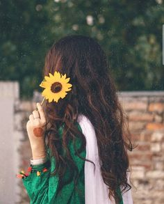 Cute Girl Poses, Girl Photo Poses, Girl Photos, Stylish Girls Photos, Stylish Girl Pic, Girl Hiding Face, Creative Photoshoot Ideas, Dps For Girls, Cute Muslim Couples