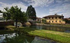 Cassinetta di Lugagnano è una delle pochissime, se non l'unica, città italiana virtuosa per la messa in opera di una pianificazione strategica sostenibile.  Primo comune in tutta la Lombardia ad aver approvato nel 2007 un Piano di governo del territorio (Pgt) a zero consumo di suolo