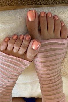 Pretty Toe Nails, Pretty Toes, Feet Soles, Women's Feet, Beautiful Toes, Beautiful Black Women, Jennifer Aniston Legs, Jamel Shabazz, Long Toenails