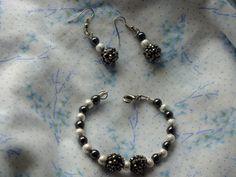 Pulsera de cuentas plata y negras con pendientes de Hermitinas por DaWanda.com