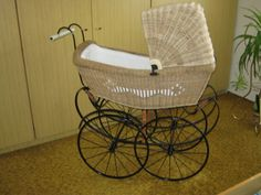 Retrogalerie: Kočárky — Retro — Česká televize Pram Stroller, Bassinet, Vintage Pram, Prams And Pushchairs, Dolls Prams, Baby Carriage, Our Baby, Old And New, Retro