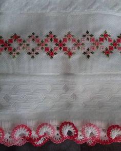Agora ficou completa a toalha com bordado. #bordado #pontocrivo #croche #bicodecroche #toalhaderosto