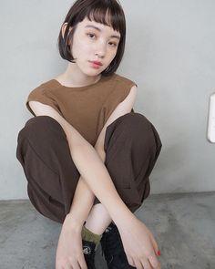 短い前髪で若々しい印象に♪アレンジ方法や相性抜群のショート&ボブスタイルをご紹介! Asian Photography, Portrait Photography, Bob Styles, Short Hair Styles, Minimalist Fashion, Minimalist Style, Perm, Hair Designs, Bob Hairstyles