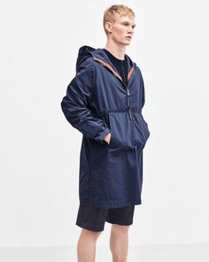 Our reversible anorak has a slightly A-line cut that allows freedom of movement and offers you extra room for several layers underneath, if needed. <br><br> • Windproof<br> • Adjustable hood<br> • Distinctive weathered look<br><br> <b> Material <br>